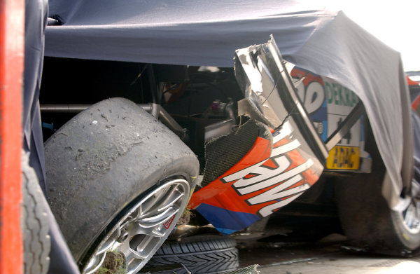 2004 DTM ChampionshipZandvoort, Netherlands. 4th - 5th September.The remains of Peter Dumbreck's OPC Phoenix Opel Vectra GTS are loaded onto a transporter after his huge accident.World Copyright: Andre Irlmeier/LAT Photographicref: Digital Image Only