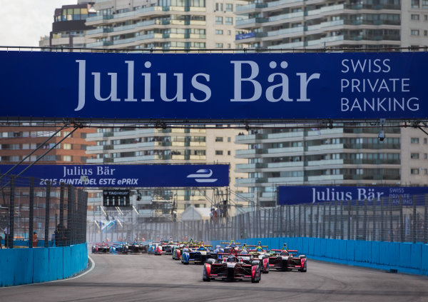2015/2016 FIA Formula E Championship. Punta del Este ePrix, Punta del Este, Uruguay. Saturday 19 December 2015. Jerome D'Ambrosio (FRA) Dragon Racing - Venturi VM200-FE-01 leads Sam Bird (GBR), DS Virgin Racing DSV-01 and the rest of the field at the start of the race. Photo: Jed Leicester/LAT/Formula E ref: Digital Image _L1_5270