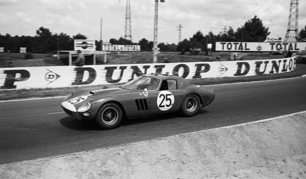 Innes Ireland (GBR) / Tony Maggs (RSA) Maranello Concessionaires Ferrari 250 GTO finished in 6th place. Le Mans 24 Hours, Le Mans, France. 21 June 1964.