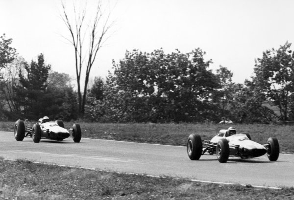 1965 United States Grand Prix.Watkins Glen, New York, USA. 1st-3rd October 1965.Mike Spence, Lotus 33, retired, leads team mate Jim Clark, Lotus 33, retired, action.World Copyright - LAT Photographic.Ref-B/W Print