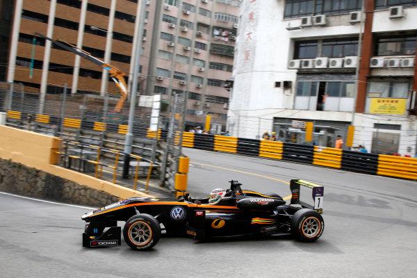 2015 Macau Formula 3 Grand Prix Circuit de Guia, Macau, China 18th - 22nd November 2015 Antonio Giovinazzi (ITA) Carlin with LC8.com Dallara Volkswagen World Copyright: XPB Images/LAT Photographic ref: Digital Image 2015-Macau-F3-AT1-0628