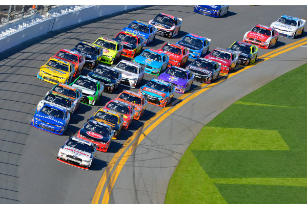 19-20 February, 2016, Daytona Beach, Florida USA Joey Logano leads the field. ?2016, F. Peirce Williams LAT Photo USA