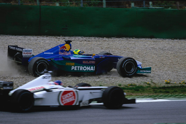 2002 Austrian Grand Prix.A1-Ring, Zeltweg, Austria.10-12 May 2002.Felipe Massa (Sauber C21 Petronas) goes through the gravel trap after being forced wide at the start.Ref-02 AUT 09.World Copyright - LAT Photographic