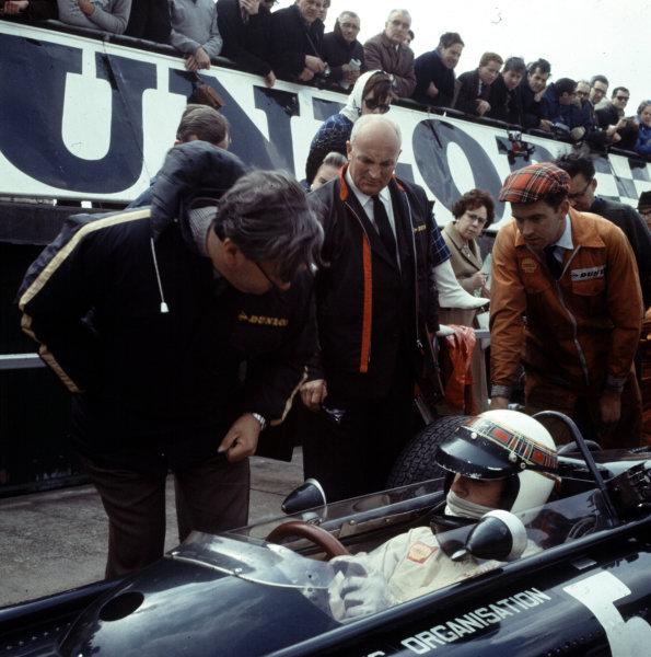 1967 British Grand Prix.Silverstone, England.13-15 July 1967.Jackie Stewart (BRM P83) with Tony Rudd.Ref-3/2748.World Copyright - LAT Photographic
