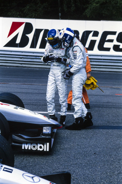 Mika Häkkinen and David Coulthard celebrate in parc Ferme.