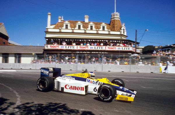 Adelaide, Australia.1-3 November 1985.Keke Rosberg (Williams FW10 Honda) 1st position.Ref-85 AUS 19.World Copyright - LAT Photographic