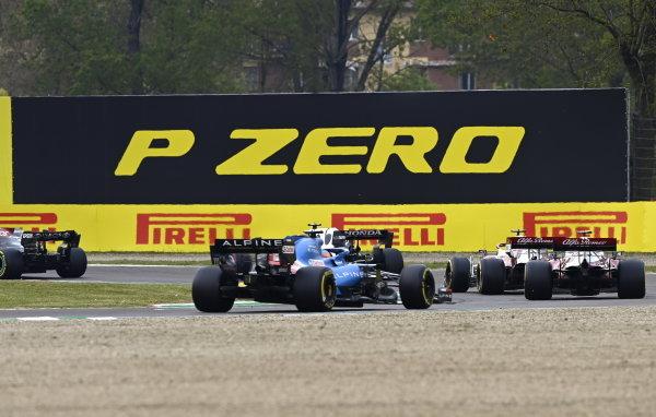 Antonio Giovinazzi, Alfa Romeo Racing C41, leads Kimi Raikkonen, Alfa Romeo Racing C41, and Fernando Alonso, Alpine A521