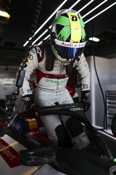 Lucas Di Grassi (BRA), Audi Sport ABT Schaeffler, climbs into his cockpit