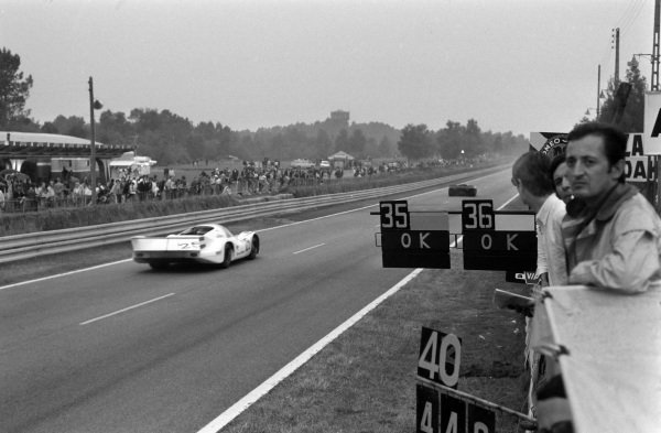 Pitboards are shown as Vic Elford / Kurt Ahrens Jnr., Porsche KG Salzburg, Porsche 917 LH - Porsche 912, passes.