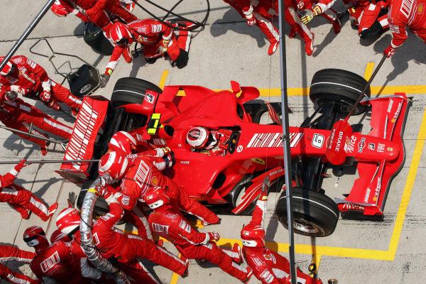 Kimi Raikonen (FIN) Ferrari F2007, makes a pit stop. Formula One World Championship, Rd 2, Malaysian Grand Prix, Race, Sepang, Malaysia, Sunday 8 April 2007. DIGITAL IMAGE