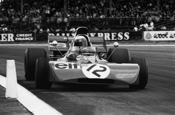 Silverstone, Great Britain. 15-17 July 1971. Jackie Stewart (Tyrrell 003-Ford Cosworth), 1st position. World Copyright: LAT Photographic Ref: 3907/29