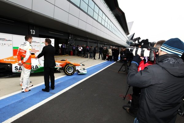 (L to R): Media and the new Force India VJM05. Sahara Force India VJM05 Unveil, Silverstone, England, Friday 3 February 2012.