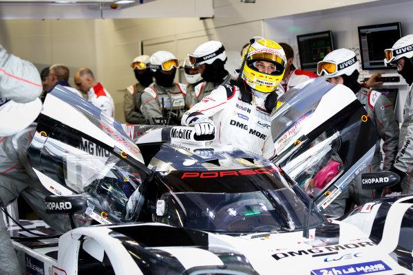 2015 Le Mans 24 Hours. Circuit de la Sarthe, Le Mans, France. Wednesday 10 June 2015. Earl Bamber of Porsche Team (Porsche 919 Hybrid - LMP1). World Copyright: Zak Mauger/LAT Photographic. ref: Digital Image _L0U1979