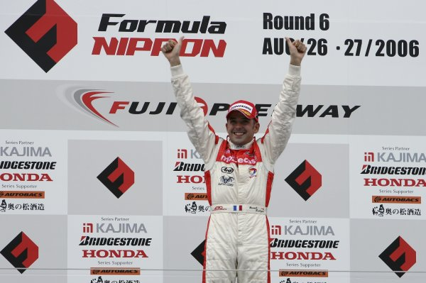 2006 Formula Nippon ChampionshipFuji, Japan. 26th - 27th August 2006Race winner Benoit Treluyer (mobilecast IMPUL), 1st position. Podium.World Copyright: Yasushi Ishihara / LAT Photographicref: Digital Image 2006FN_R6_006