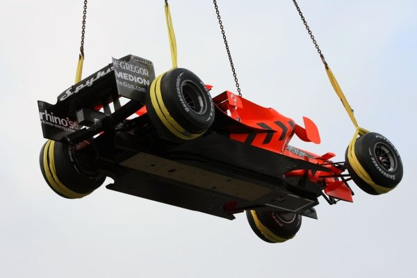 Spyker F8-VII is craned out of the Jimmy Brown Centre after the launch. Spyker F8-VII Launch, Jimmy Brown Centre, Silverstone, England, 5 February 2007. DIGITAL IMAGE
