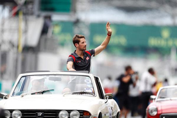 Sepang International Circuit, Sepang, Malaysia. Sunday 01 October 2017. Romain Grosjean, Haas F1, waves from a Triumph Stag on the drivers' parade. World Copyright: Glenn Dunbar/LAT Images  ref: Digital Image _X4I2383
