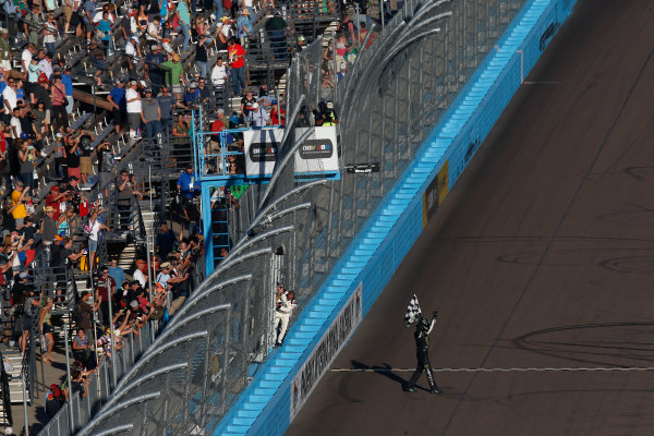 13-14 November, 2015, Avondale, Arizona USA Kyle Busch, Monster Energy Toyota Camry celebration ?2015, Michael L. Levitt LAT Photo USA
