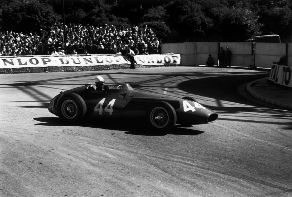 1958 Monaco Grand Prix. Monte Carlo, Monaco. 18th May 1958. Maria Teresa de Filippis (Maserati 250F), DNQ, action.  World Copyright: LAT Photographic.