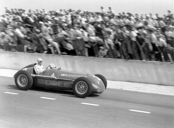 1950 French Grand Prix.Reims-Gueux, France. 2 July 1950.Giuseppe Farina (Alfa Romeo 158). Ref: B&W negative no. C27339.World Copyright: LAT Photographic