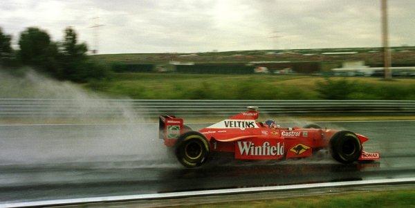 1998 Hungarian Grand Prix.Hungaroring, Budapest, Hungary.14-16 August 1998.Jacques Villeneuve (Williams FW20 Mecachrome) during practice.World Copyright - Steve Etherington/LAT Photographic
