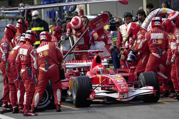 Michael Schumacher, Ferrari 248 F1 pitstop.