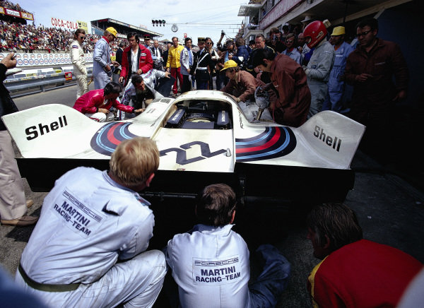 A fuel and driver change pitstop for the Helmut Marko / Gijs van Lennep, Martini International Racing Team, Porsche 917K entry. Jo Siffert, from the rival John Wyer Porsche team, looks on.