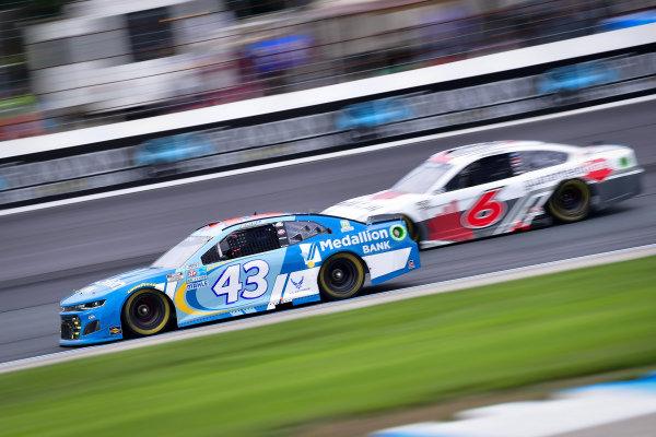#43: Erik Jones, Richard Petty Motorsports, Chevrolet Camaro Medallion Bank, #6: Ryan Newman, Roush Fenway Racing, Ford Mustang Guaranteed Rate