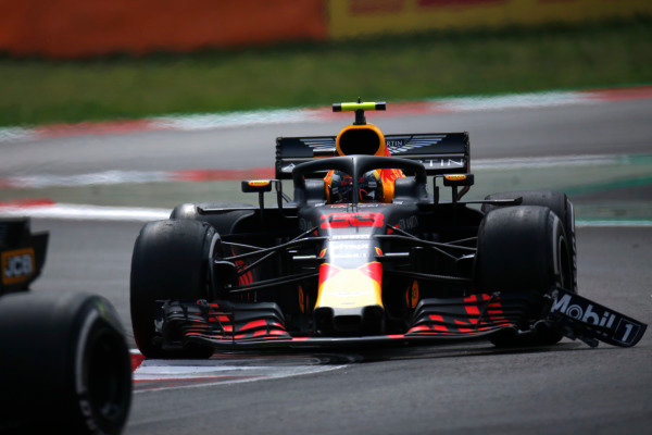 Max Verstappen, Red Bull Racing RB14 Tag Heuer, drives with a damaged front wing endplate.