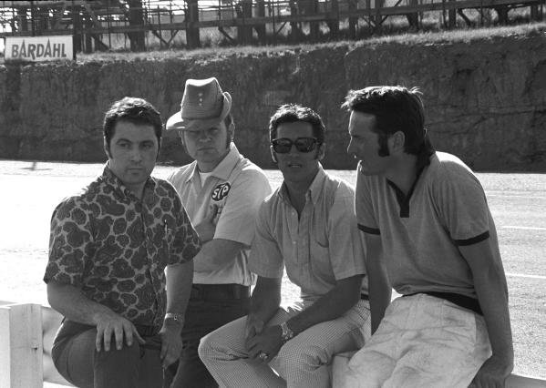 L to R: Vince Granatelli(USA) of STP, Bill Dunne, Mario Andretti(USA) and March designer Robin Herd(GBR)