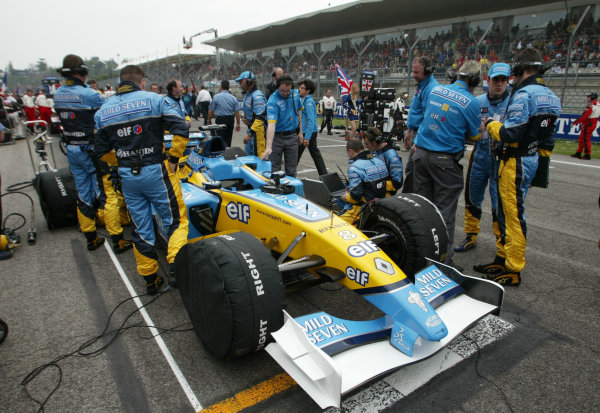 2003 San Marino Grand Prix - Sunday Race,Imola, Italy.20th April 2003.Fernando Alonso, Renault R23, on the grid.World Copyright LAT Photographic.ref: Digital Image Only.
