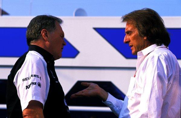 Ferrari boss Luca di Montezemolo (ITA), right, in discussion wtih Williams technical director Patrick Head (GBR), left.Italian Grand Prix, Rd15, Monza, Italy. 15 September 2002.BEST IMAGE