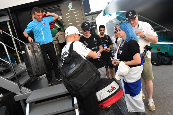 Valtteri Bottas (FIN) Mercedes-AMG F1 signs autographs for the fans