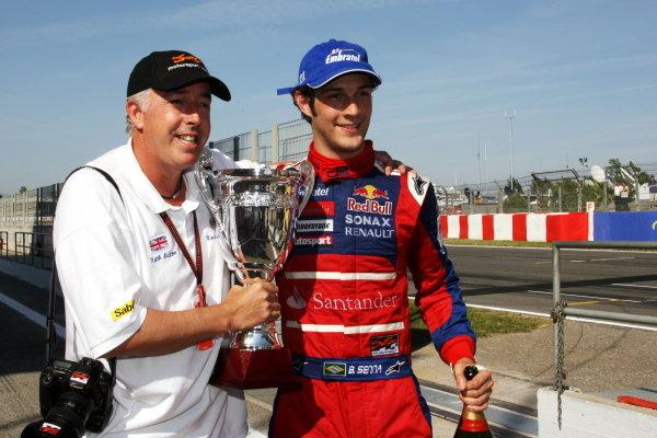 Race winner Bruno Senna (BRA) Arden International celebrates with Keith Sutton (GBR) Sutton Motorsport Images CEO. GP2 Series, Rd 2, Race 1, Barcelona, Spain, Saturday 12 May 2007. DIGITAL IMAGE