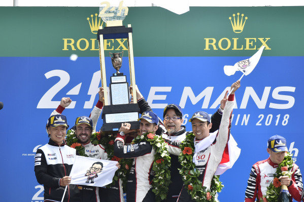 #8 Toyota Gazoo Racing Toyota TS050: Sébastien Buemi, Kazuki Nakajima, Fernando Alonso celebrate the win on the podium