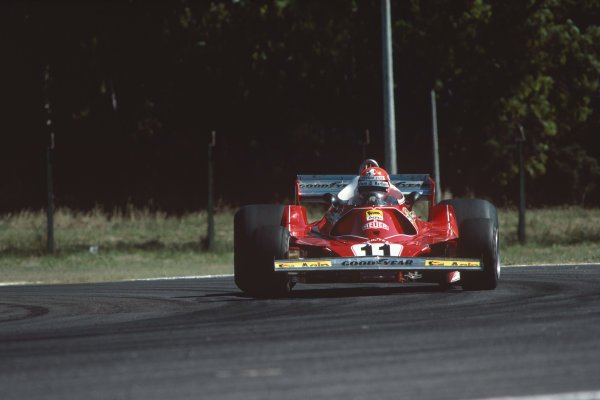 Buenos AIres, Argentina. 7th - 9th January 1977.  Niki Lauda (Ferrari 312T2), retired, action.  World Copyright: LAT Photographic. Ref: 77 ARG 26.