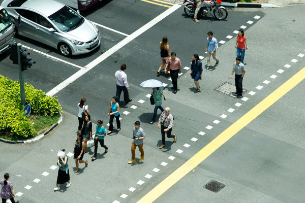 Marina Bay Circuit, Singapore. 18th September 2013. Singaporeans cross the street. World Copyright: Jed Leicester/LAT Photographic. ref: Digital Image _JEL9033