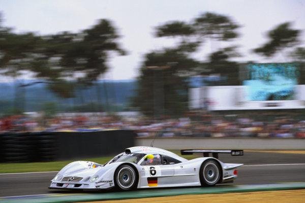 1999 Le Mans 24 Hours. Le Mans, France. 12th - 13th June 1999. Pedro Lamy/Bernd Schneider/Franck Lagorce (Mercedes-Benz CLR), retired, action.  World Copyright: LAT Photographic. Ref:  99LM52