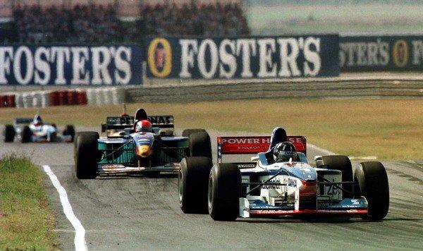 1997 Argentinian Grand Prix.Buenos Aires, Argentina.11-13 April 1997.Damon Hill (Arrows A18 Yamaha) leads Johnny Herbert (Sauber C16 Petronas Ferrari).World Copyright - LAT Photographic