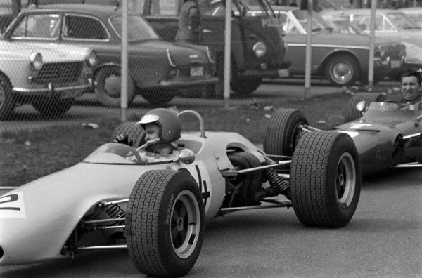 Peter Gethin, Chevron B10 Cosworth.