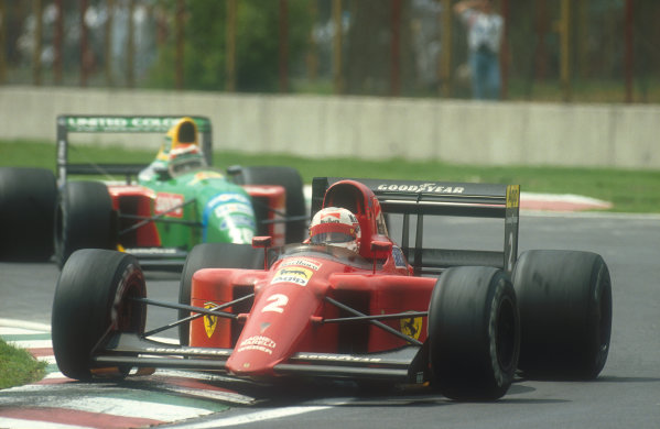1990 Mexican Grand Prix.Mexico City, Mexico.8-10 June 1990.Nigel Mansell (Ferrari 641) 2nd position with Nelson Piquet (Benetton B190 Ford) behind. Ref-90 MEX 04.World Copyright - LAT Photographic