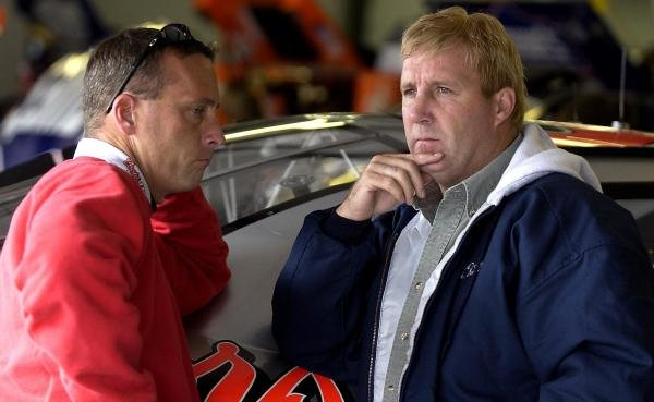 Sterling Marlin (USA) chats with crew chief Lee McCall.