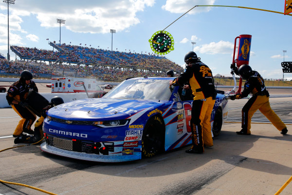 NASCAR XFINITY Series U.S. Cellular 250 Iowa Speedway, Newton, IA USA Saturday 29 July 2017 Brendan Gaughan, US Cellular Chevrolet Camaro pit stop World Copyright: Russell LaBounty LAT Images