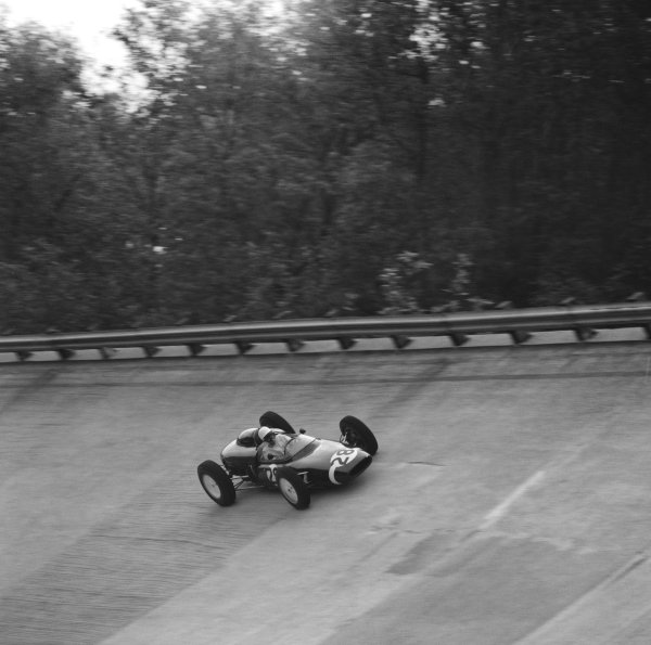 Monza, Italy. 10th September 1961.Stirling Moss (Lotus 21-Climax), retired, action.World Copyright: LAT Photographic.Ref: 10584.