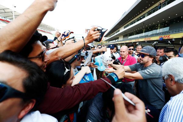 Autodromo Hermanos Rodriguez, Mexico City, Mexico. Thursday 26 October 2017. Fernando Alonso, McLaren, signs autographs for a throng of fans. World Copyright: Sam Bloxham/LAT Images  ref: Digital Image _W6I9188