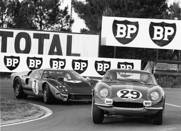 Le Mans, France. 18th - 19th June 1966. Piers Courage/Roy Pike (Ferrari 275 GTB), 8th position, leads Graham Hill/Brian Muir (Ford GT40 MkII), retired, action. World Copyright: LAT Photographic Ref:  1302 - 7-7A.