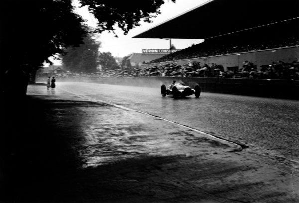 1938 Swiss Grand Prix.  Bremgarten, Berne, Switzerland. 21 August 1938.  Dick Seaman, Mercedes-Benz W154, 2nd position.  Ref: RF38_SWI_63. World Copyright: Robert Fellowes/LAT Photographic