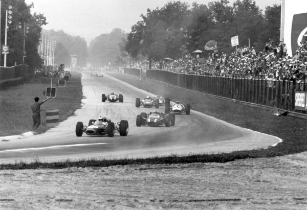 Monza, Italy. 4 September 1966.Denny Hulme, Brabham BT20-Repco, 3rd position, leads John Surtees, Cooper T81-Maserati, retired, Richie Ginther, Honda RA273, retired, Ludovico Scarfiotti, Ferrari 312, 1st position, Jim Clark, Lotus 43-BRM, retired, and Jochen Rindt, Cooper T81-Maserati, 4th position, action.World Copyright: LAT PhotographicRef: 1370/8