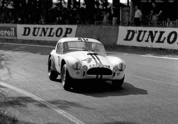 Le Mans, France. 15th - 16th June 1963.Ed Hugus/Peter Jopp (AC Cobra Ford), retired, action. World Copyright: LAT Photographic.Ref:  19356.