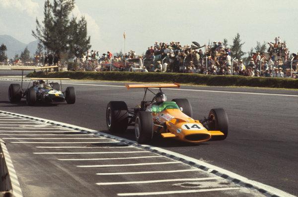 1968 Mexican Grand Prix.  Mexico City, Mexico. 1st-3rd November 1968.  Dan Gurney, McLaren M7A Ford, leads Jack Brabham, Brabham BT26 Repco.  Ref: 68MEX57. World Copyright: LAT Photographic