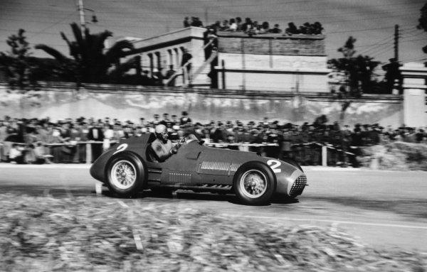 1951 Spanish Grand Prix.Pedralbes, Barcelona, Spain. 28 October 1951.Alberto Ascari (Ferrari 375), 4th position. Ref-51/65 #19.World Championship - LAT Photographic